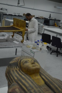 Restoring_one_of_King_Tut's_day_beds